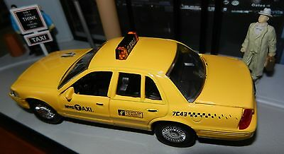 Nyc York City Taxi Cab Set Ford Crown Victoria 1:43 Scale Diecast