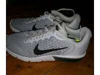 Women's air max sequent 2 size 6