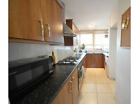 F & E are pleased to present this 2 double bedroom split property in between Stockwell and Oval tube