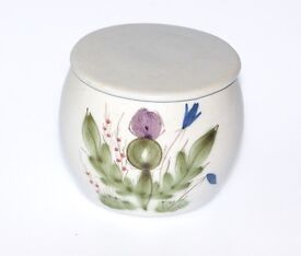 GORGEOUS BUCHAN POTTERY SUGAR BOWL COMPLETE WITH LID MADE IN SCOTLAND THISTLE PATTERN WORK OF ART