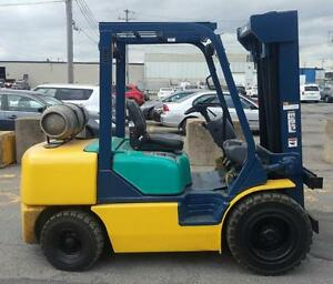 chariot elevateur Komatsu 5000 Lbs outdoor exterior lift usage 3 section mat forklift pneumatique  hyster cat toyota tcm