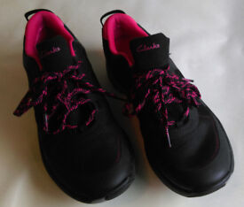 As New - Ladies Clark's Wavewalk trainers size 6