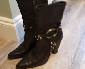 HD Women's boots sz 6
