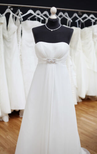 Your Guide to Buying an Empire Wedding Dress