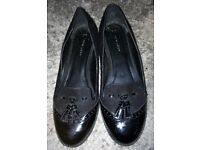 Ladies / Womans Black Shoes, Slip On Brogues. Size UK 6. New Look. Excellent