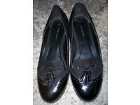 Ladies / Womans Black Shoes, Slip On Brogues. Size UK6. New Look. Excellent Condition
