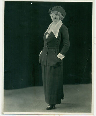 UNKNOWN SILENT FEMALE STAR in Fashion Pose Orig 1920s Photo