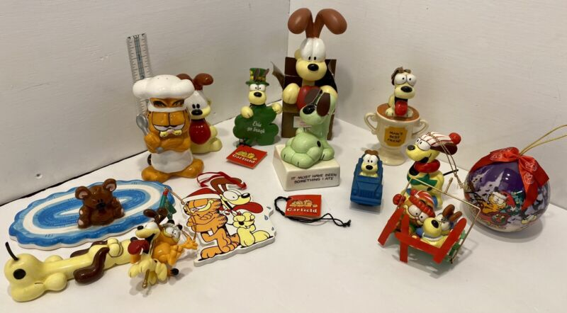 Vintage GARFIELD Collection Some Rare Items, Ornaments, Salt & Pepper Shaker