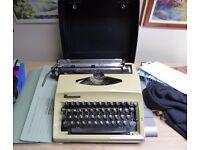 Contessa de luxe Portable Manual Typewriter with Case