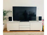 Neat and stylish white TV bench