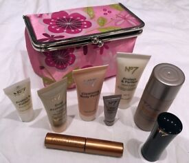 BOOTS NO 7 GIFT PACK - BRAND NEW BOXED NEVER USED IDEAL GIFT