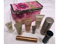 BOOTS NO 7 GIFT PACK WITH PURSE - BRAND NEW BOXED NEVER USED UNWANTED GIFT