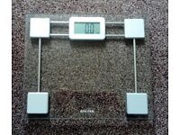 Scale - Compact Glass 9081 Sv3r