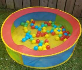 Children's Indoor/Outdoor Ball Pool with Balls