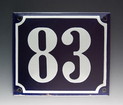 EMAILLE, EMAIL-HAUSNUMMER 83 in BLAU/WEISS um 1950