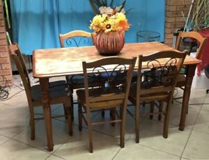 Solid timber 6 Seater DINING SUITE !! Pickup TENAMBIT pH *******7797