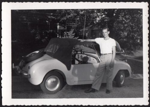 PROUD SPORTS CAR MAN & TINY 1948 CROSLEY HOT SHOT ~ 1950s VINTAGE PHOTO