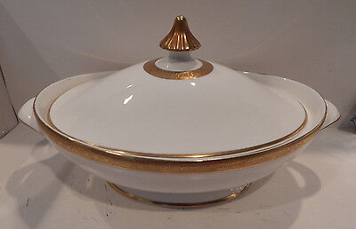 Royal Doulton  Royal Gold   Covered Vegetable Bowl Made England H4980 Excellent