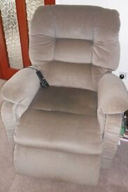 REDUCED Lazyboy Electric Riser Recliner Chair