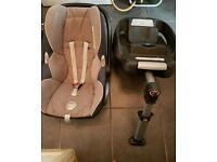 Maxi cosi isofix base and child seat