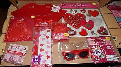 Valentine Decor Mix Lot 8 Items Party Stuff Balloons Doilies Rose Petals 103E - Party Stuff Halloween