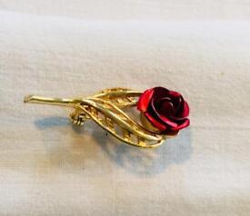 Red rose broach