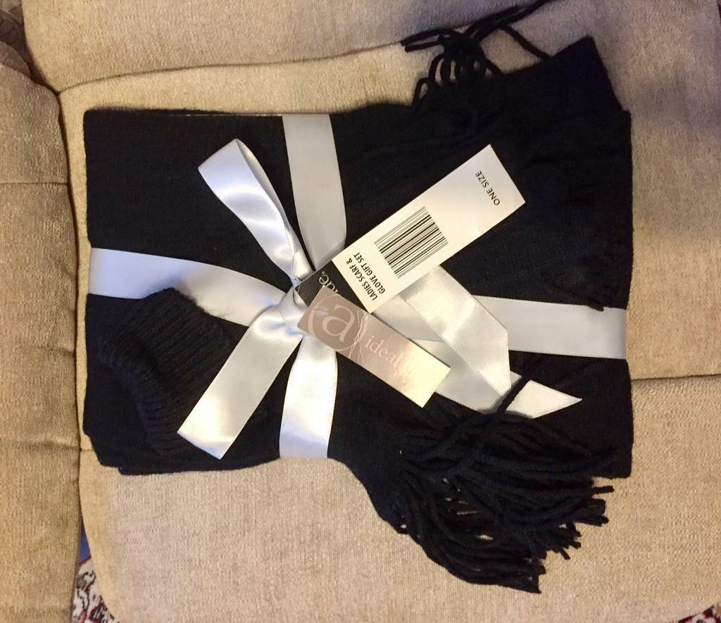 Beautiful Black Scarf and Gloves Set