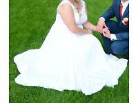 Beautiful Wedding Dress for sale size 16