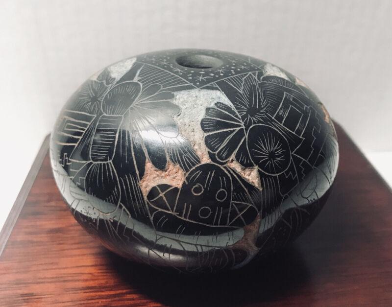 """Acoma/Hopi Ergil Vallo ? Dalawepi Polished Pot Vase Mint NM 3"""" Black Etched"""
