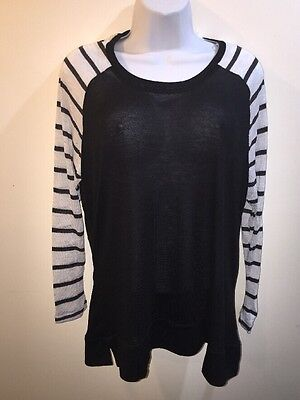 Rue  21  Womens  Black White Striped Top Blouse Long Sleeves  Size 2Xl New