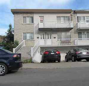 St. Leonard Grand RDC de duplex / Large Main floor of duplex