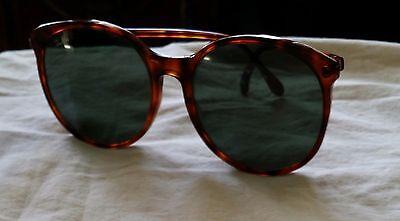 vintage ray ban sunglasses, tortoise like brown frames, ladies sunglasses