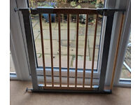 Baby Dan baby gate, wooden with extension