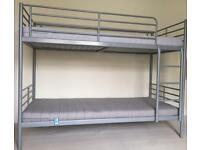 SVÄRTA Bunk bed + 2 single mattresses + bedding