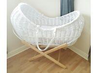 White wicker pod / Moses basket