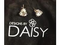 Daisy Tops , Necklace and Bangles New Silver played