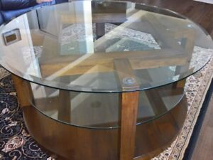 Ashley Lobink round table almost new condition