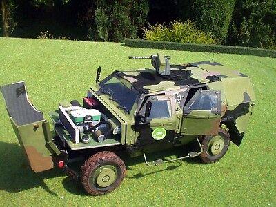 Modelik 24/08 -  Panzerwagen ATF Dingo-1   1:25  mit Lasercutteilen