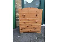 Chest of drawers with changer