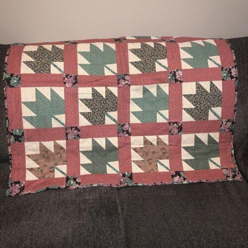 """Vintage Handmade Patchwork Lap Quilt 40"""" Sq Leaf Pattern Cranberry Green Unique"""