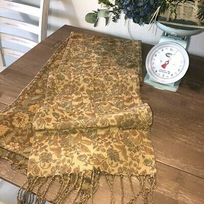 Fruit cotton table runner with green lace