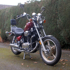 CLASSIC STYLE YAMAHA VIRAGO 1000CC CRUISER MOTORBIKE IN VERY GOOD CONDITION SMALL DENT IN EXHAUST