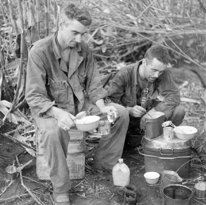 WW2 Photo WWII Australian Soldiers Chow Time  New Guinea World War Two / 1436