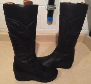 Women's Size 7.5M Hush Puppies Waterproof Leather Boots