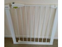 PRESSURE FIT LINDHAM BABY / SAFETY GATE in VERY GOOD CONDITION
