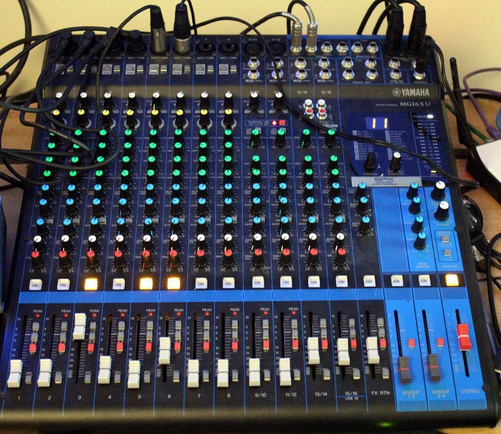 Usb Interface Yamaha Mg16xu Mixing Console Heavy Square Desk With Fx Used In The Studio Only