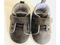 Baby booties/shoes 0-6m