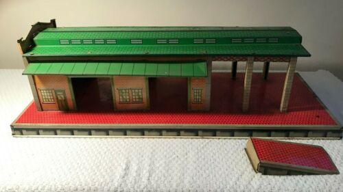 VINTAGE MARX FREIGHT TERMINAL WITH RAMP, TIN LITHO FOR TRAIN PLATFORM