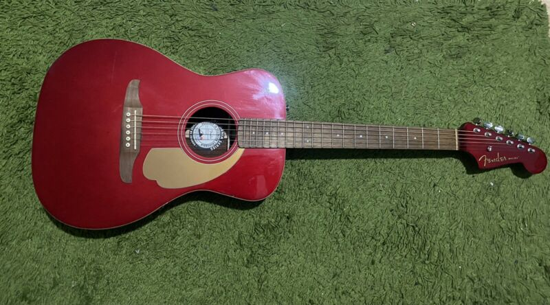 Fender California Series Malibu Player in Candy Apple Red