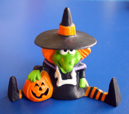 Hallmark MERRY MINIATURES Halloween Vintage WITCH Sitting JOL 1986 Figurine NEW
